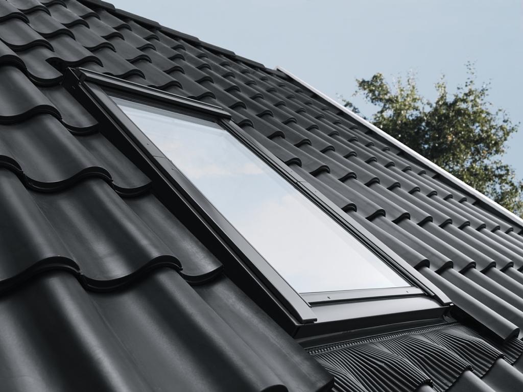 velux 114x118 prix latest store occultant solaire dsl pour fentre de toit sk x cm bleu fonc. Black Bedroom Furniture Sets. Home Design Ideas