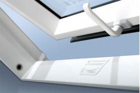 FAKRO PTP-V U5 | PVC, 3-glass, pivot, roof window with ventilation