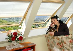 Dachfenster FAKRO FTP-V U4 aus Kiefernholz mit 3-fach-Isolierverglasung