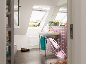 VELUX GLU 0061 | wooden, everfinish, centre pivot, 3-glass roof window