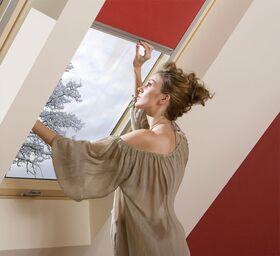 ARF Rollo für FAKRO Dachfenster - einfache Bedienung mit Arretierungshalter